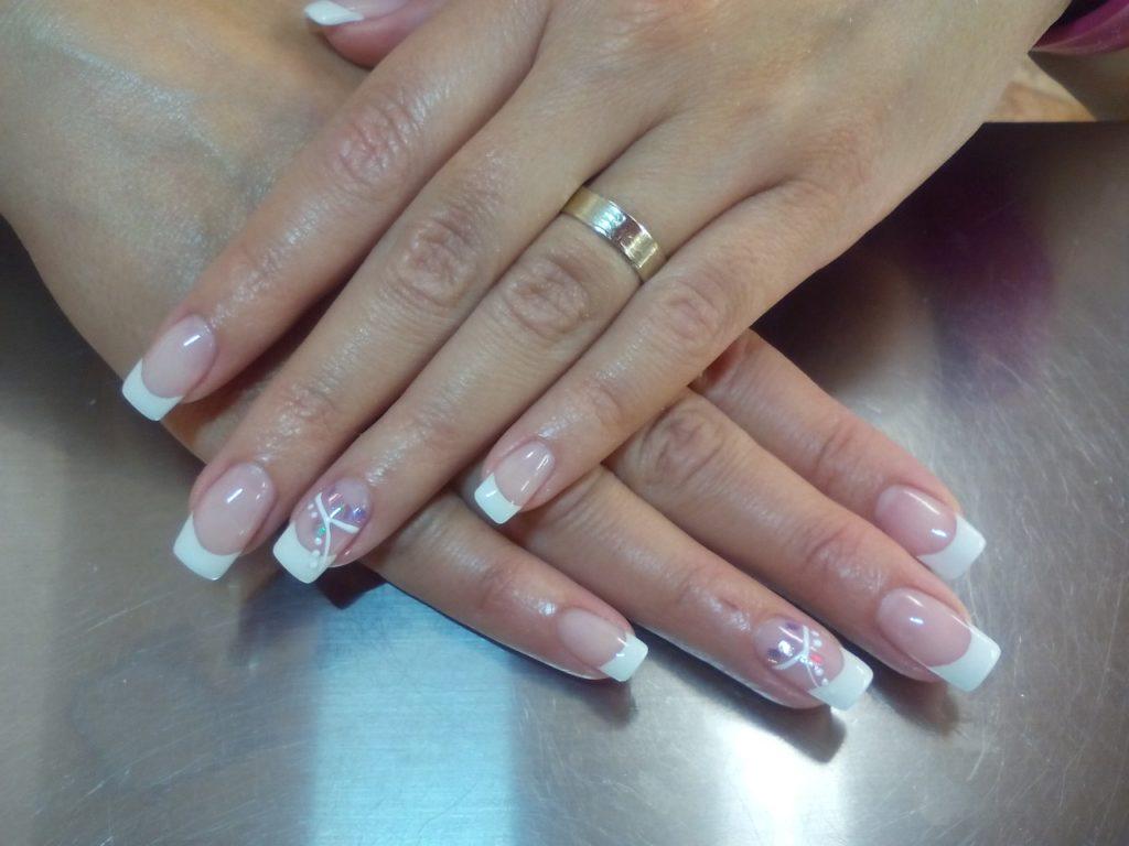 manicure hybrydowy na ślub